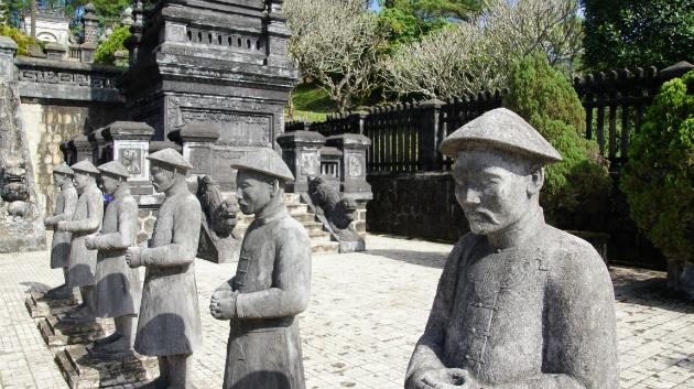 leger bij een tombe