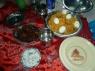 De luch bestond uit chicken biryani met nog meer kip en raitha (yoghurt met ui)